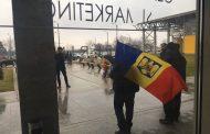 Liviu Dragnea, primit cu proteste la sosirea în Bacău
