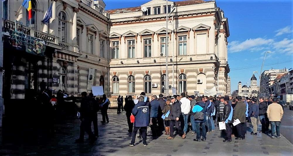 Miting de protest în fata Prefecturii Bacău
