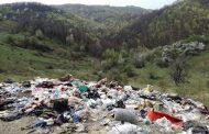 Groapa de gunoi din vârful dealului