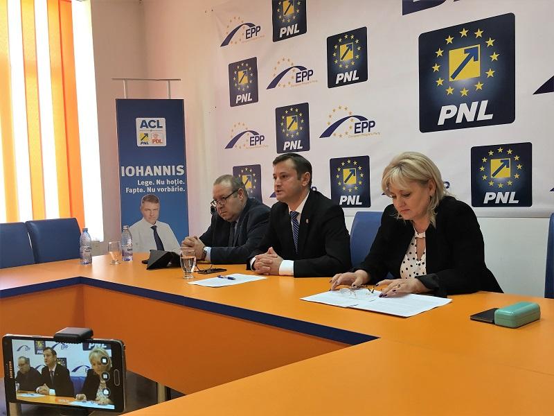 Liberalii au strâns peste 2000 de semnături pentru demiterea primarului de Bacău
