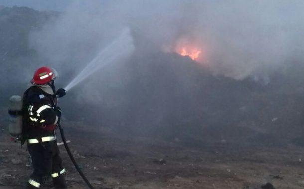 Un nou incendiu la groapa de gunoi a Bacăului