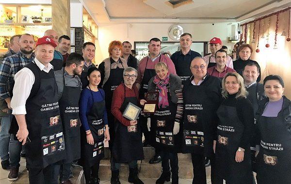 """""""Gătim pentru oamenii străzii"""" devine tradiție"""